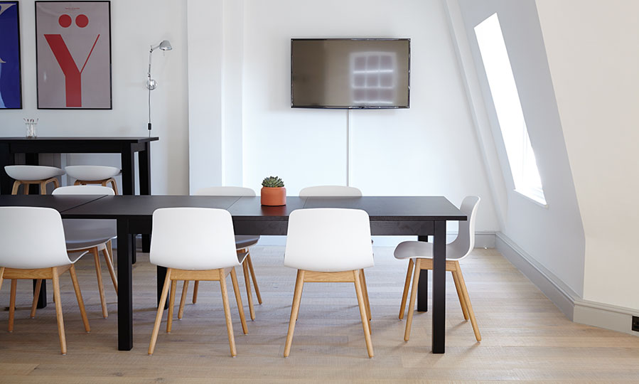 Buying tables for your home: how to pick the right one