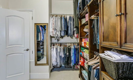 How to declutter and reorganize your closet in 3 weeks