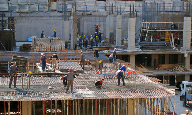How to find the best deals for construction workwear