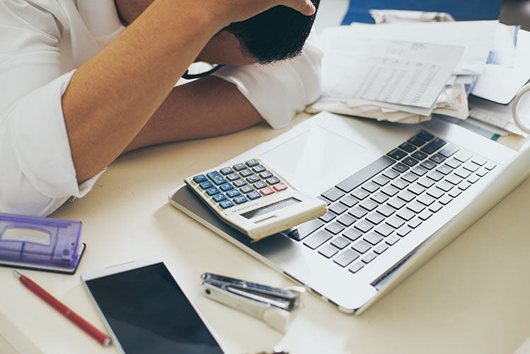 4 ways to reduce your monthly expenses
