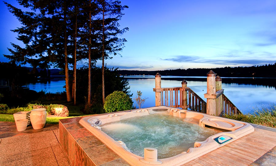 9 clever ideas on how to throw a perfect hot tub party