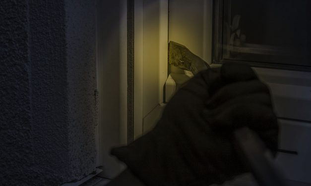 Effective ways to deter burglars during power outage