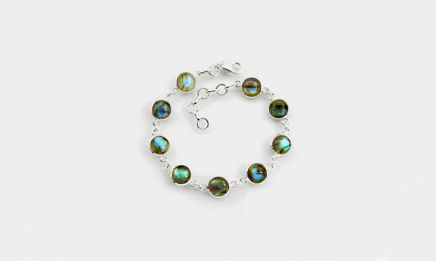 Why labradorite is the best gift for women?