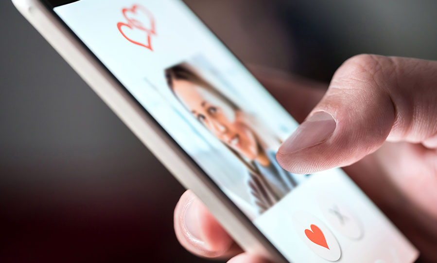 Tips for writing eye-catching dating profile headlines