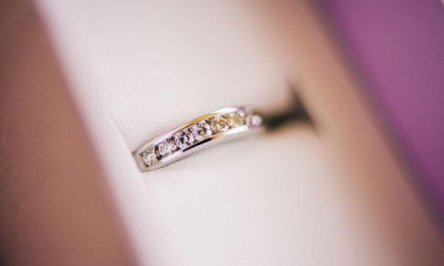 Purchasing a diamond from a verified dealer