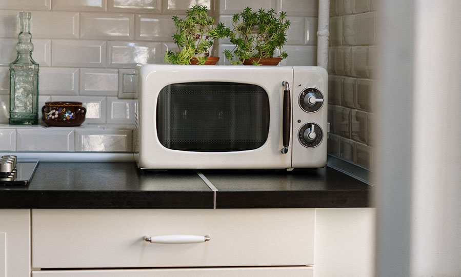 Kitchen safety tips: how many amps does a microwave use?