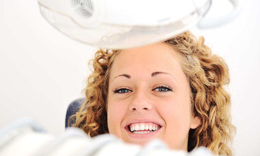 5 reasons to consider looking into teeth whitening services