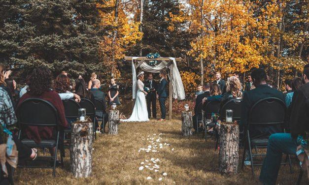 4 advantages of hiring a wedding officiant