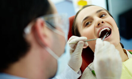 5 factors that contribute to tooth darkening